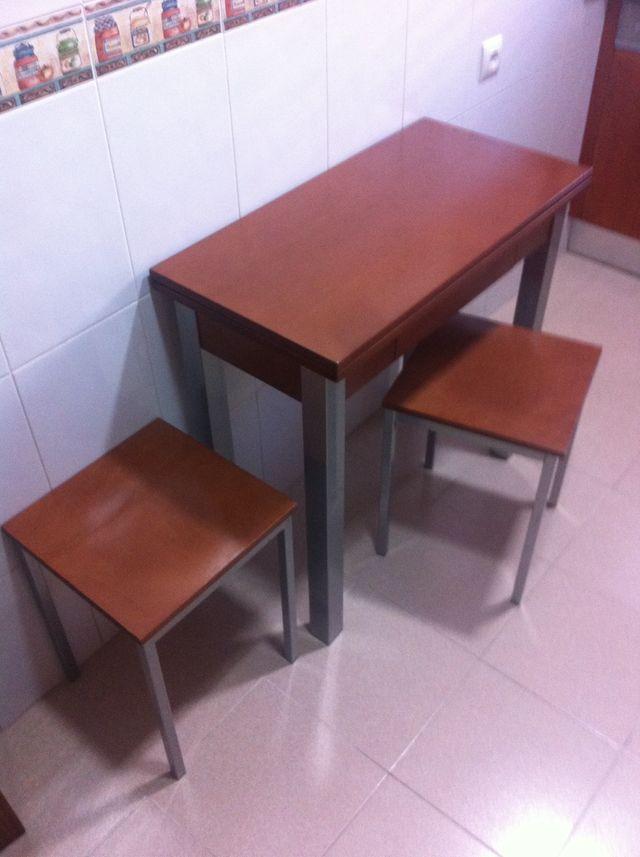 Mesa Cocina Madera Extensible Y Taburetes de segunda mano por 115 ...