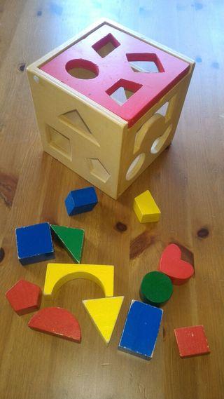 Encajables de madera en forma de cubo con tapa
