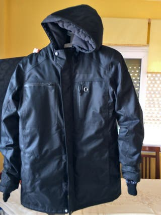 Chaquetón impermeable negro