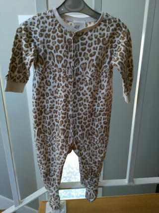 Pijama bebe H&M.