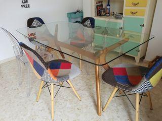 Mesa de comedor con sobre de cristal templado