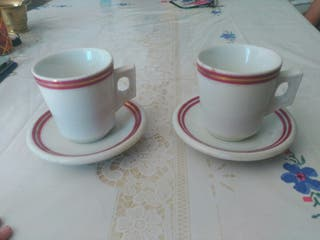 Juego de 2 tazas antiguas