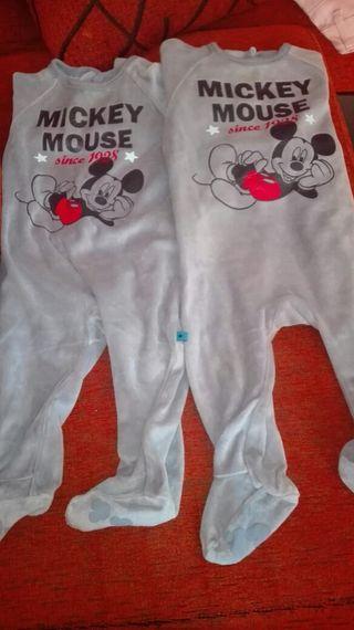 Dos pijamas para bebe