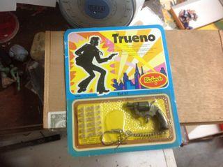 Antigua Pistola Revolver Llavero Redondo Trueno
