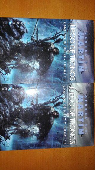 Primer libro Juego de Tronos en dos tomos.