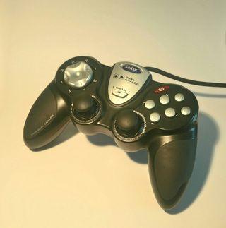 GamePad Saitek P880