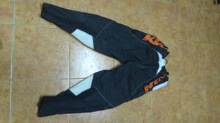 Pantalon enduro KTM.