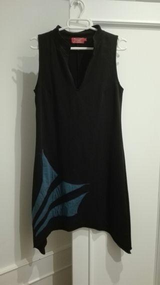 Vestido negro y detalle color azul talla S