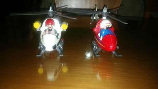 Dos helicópteros de playmobil