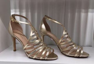 Sandalias doradas de Gloria Ortiz T.38