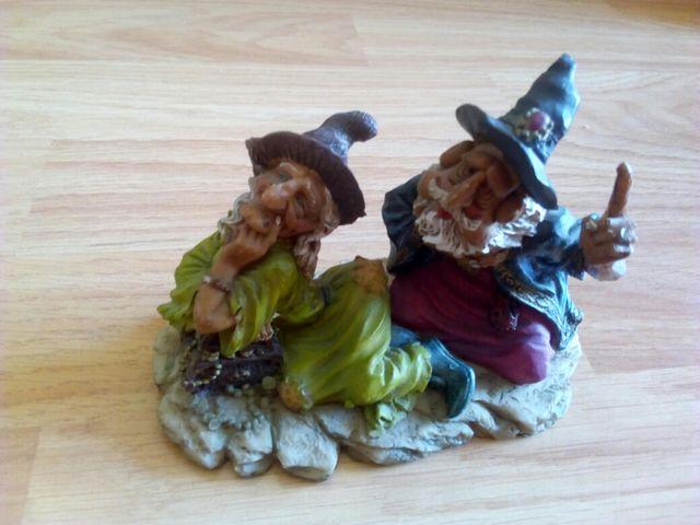 Portavelas y figura de bruja