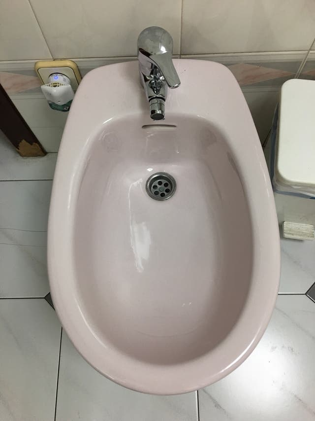 Wc, bidet, lavabo java color rosa. GRATIS