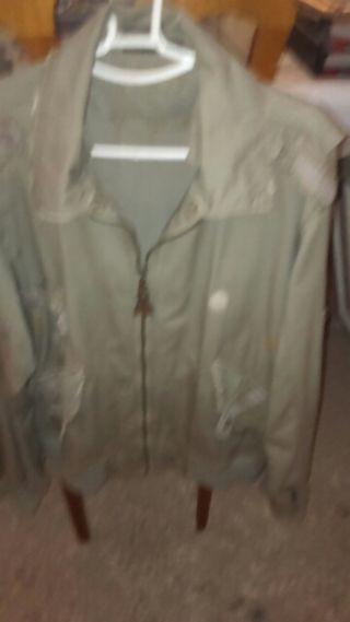 Cazadora, marca, con tela,desgastada, moderna,no usada