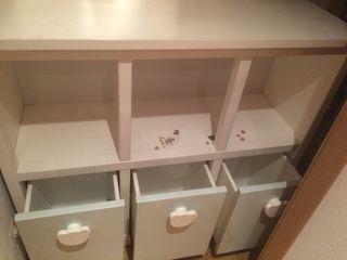 Mueble, estantería de madera maziza