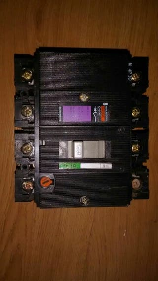 interruptor caja moldeada 4 x 63A