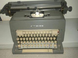 Maquina de escribir olivetti linea 98