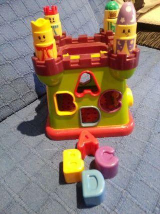 Castillo de actividades para bebés.