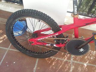 BMX - RECKLESS ,con maniyar giratorio de 360 grados ideal para rampas y para uso de calle muy poco uso y esta como nueva.