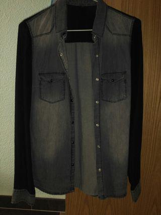 Camisa negra de Pimkie.