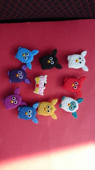 PINS Charms Furbys Crocs & Pulseras Jibbitz