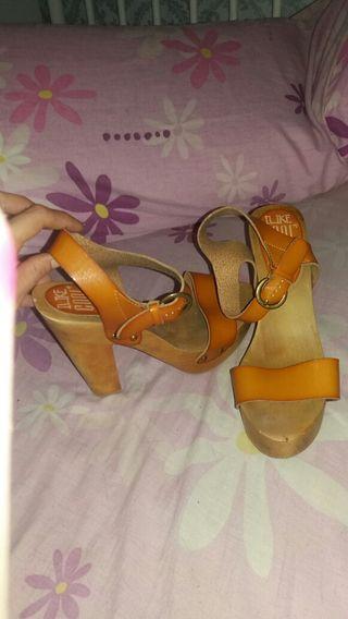Zapatos madera Núm 39
