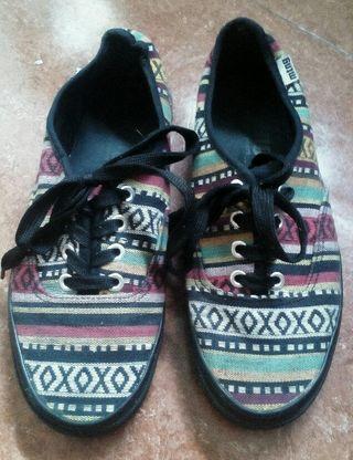 Zapatillas cordones tipo vans estampado étnico t38