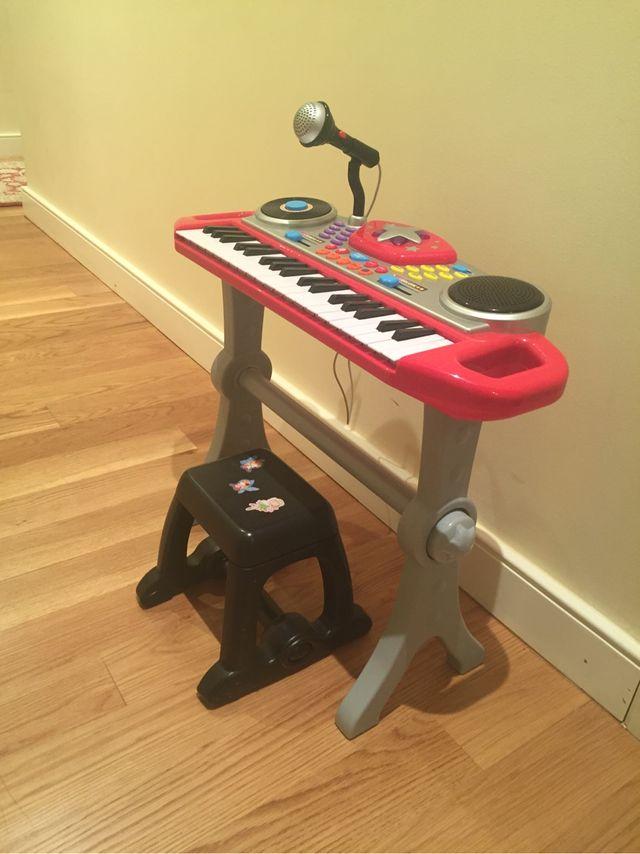 Piano Electrónico con Taburete