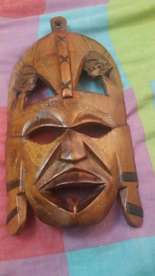 Máscara étnica de madera