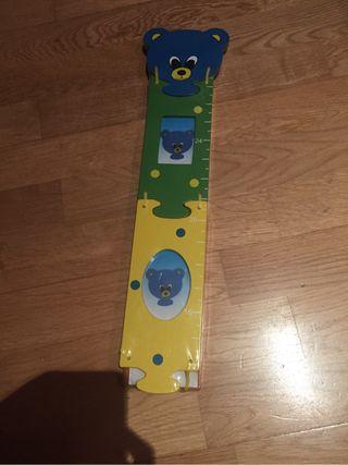 Metro pared medidor infantil. De regalo sonajero