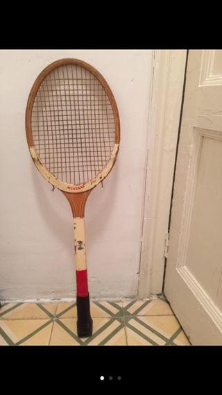 Raqueta de tenis vintage de madera