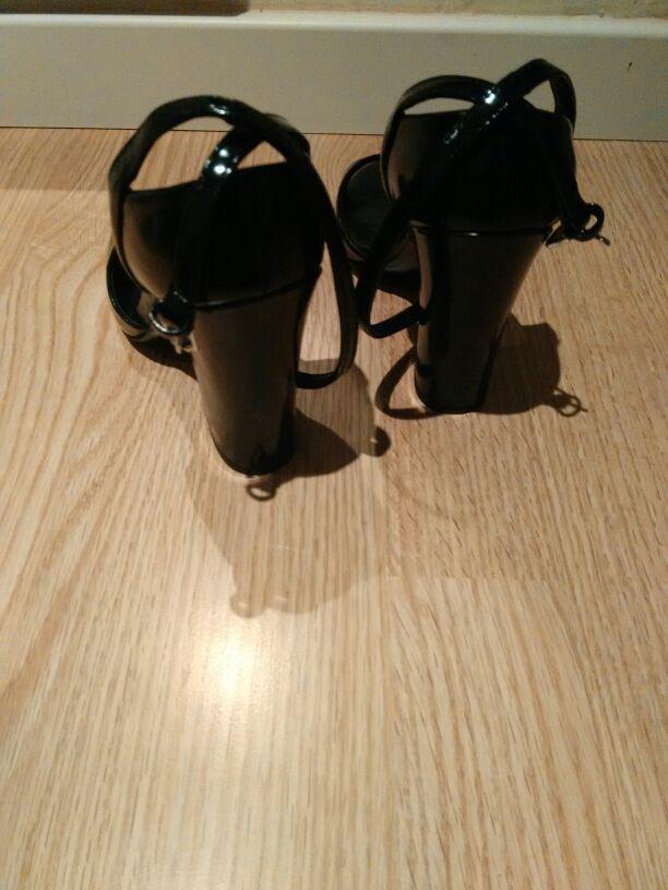 Zapato tacón zara Basic no han sido usados