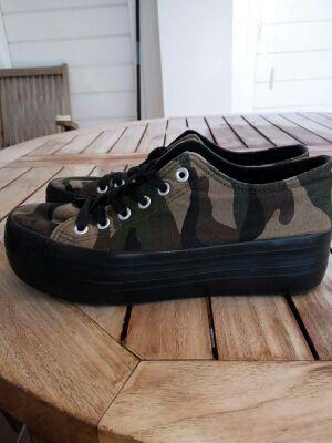 Zapatillas de chica Outsider.