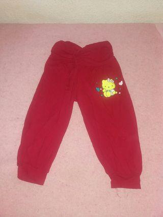 Pantalón de niña talla S muy pekeña