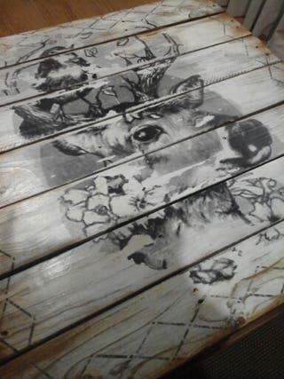 Mesa hecha con palets,