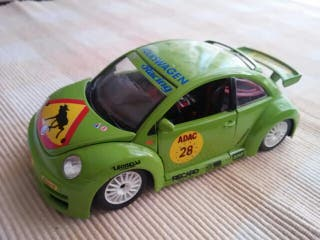 COCHE 1:24 VW NEW BEETLE CUP