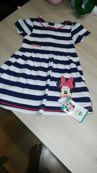 Vestido de niña con etiqueta