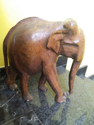 Elefante madera tallada