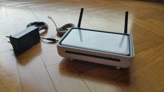 Router R