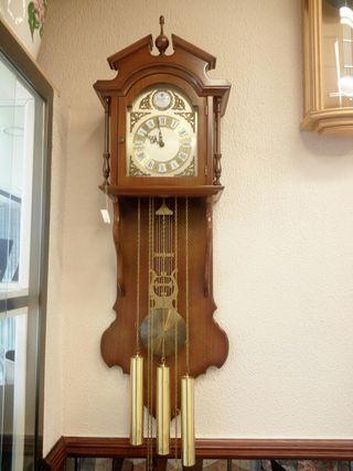Reloj antiguo de madera