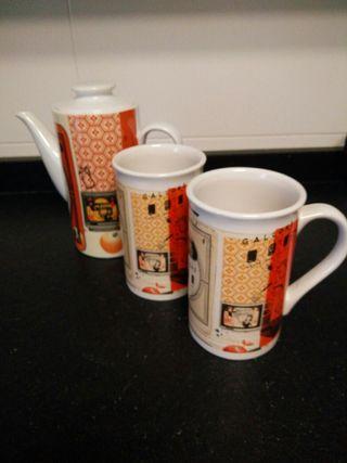 Cafetera con dos tazas