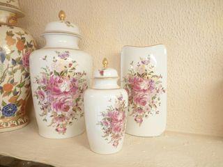 Jarrones y florero de porcelana