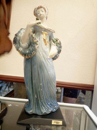 Figura de porcelana firma Tengra