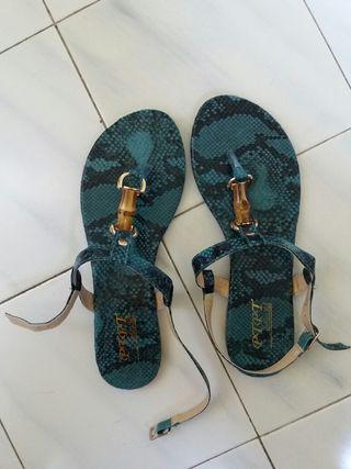 Sandalias de piel color pitón azul