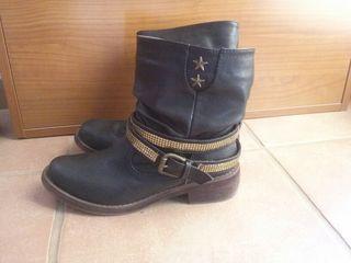 botas negras de caña baja