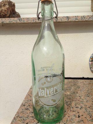 Botella gaseosa antigua