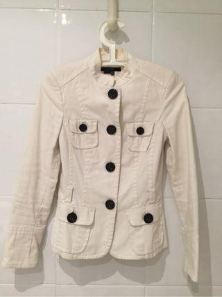 Chaqueta blanca de Zara