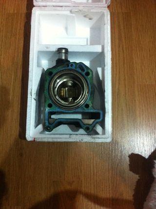 Pistón y cilindro 125cc piaggio con poco uso