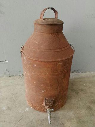 Aceitera o alcuza antigua decorativa con grifo