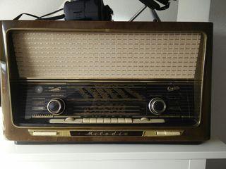 Radio antigua valvulasGraetz Melodia 1957 alemana