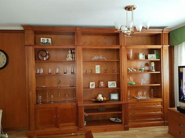 Mueble sal n madera maciza en color cerezo de segunda mano for Muebles salon madera maciza